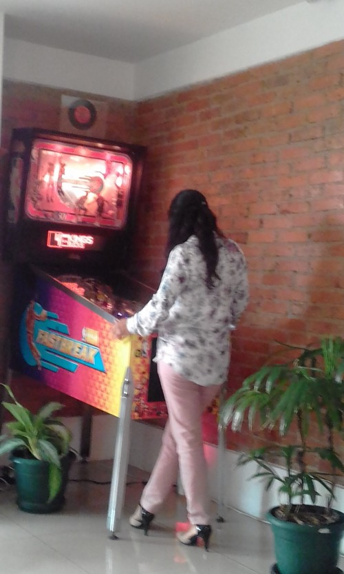 PRETTY-COSTA-RICAN-GIRL-PLAYING-NBA-FASTBREAK-PINBALL63814daee7898adb.jpg
