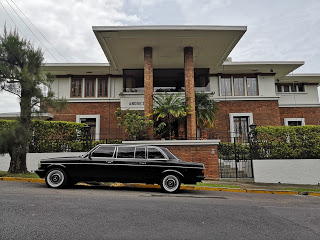 RETRO-MANSION.-COSTA-RICA-LIMOUSINE-TRANSPORTATION-MERCEDES-W123-300D38236004e98e191e.jpg