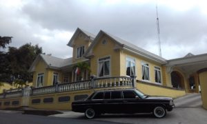 YELLOW-MANSION-Restaurante-Casa-Grande-Heredia-AND-A-LIMOUSINE.-COSTA-RICA-MERCEDES-TOURS.-300x18036e862c93e8863cb.jpg